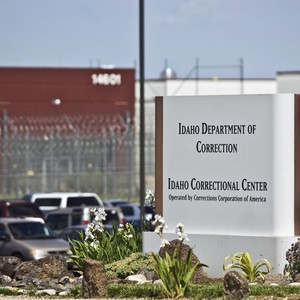 Justice Department will again use private prisons